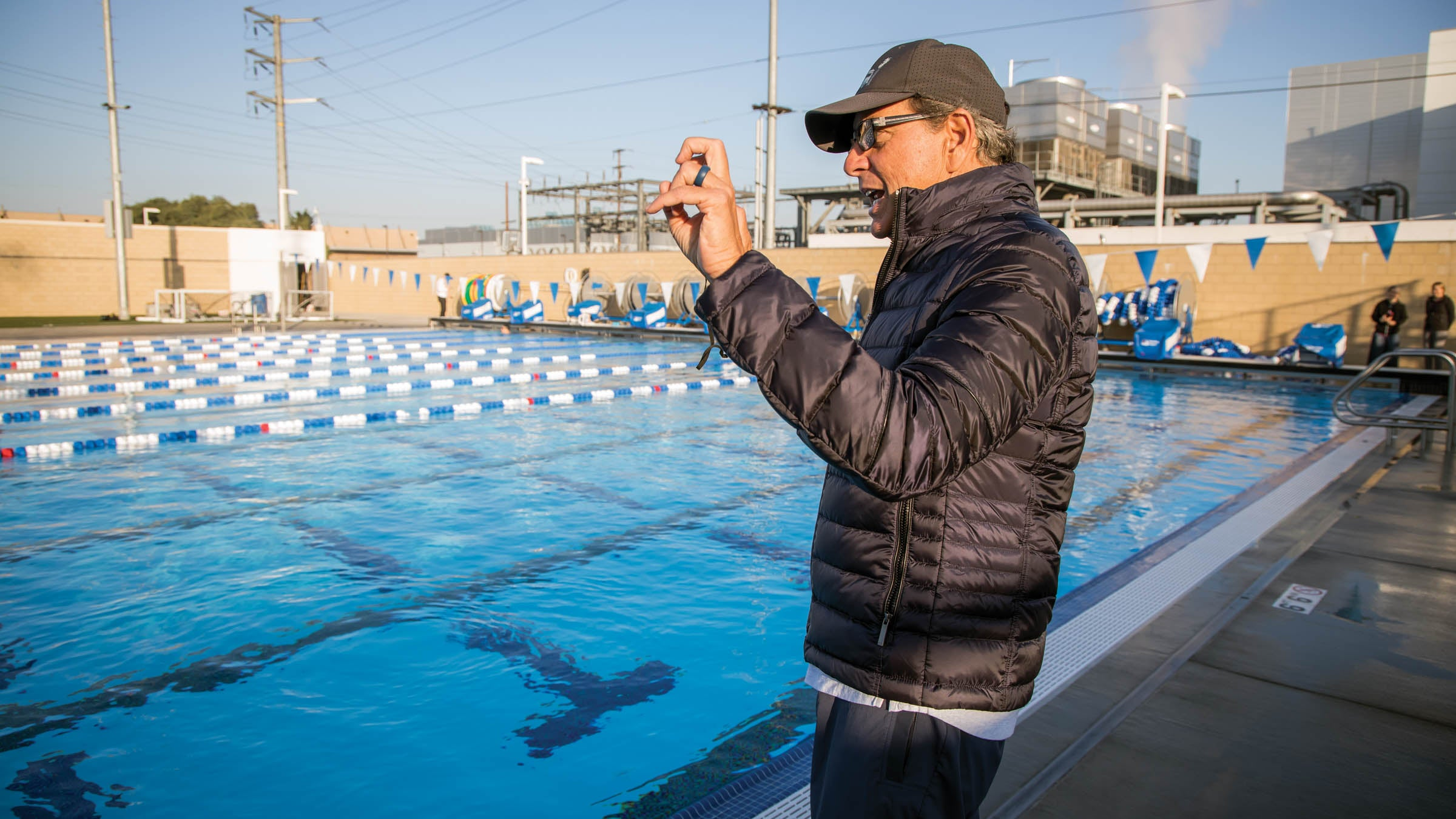 Gerry Rodrigues coaching athletes in the pool
