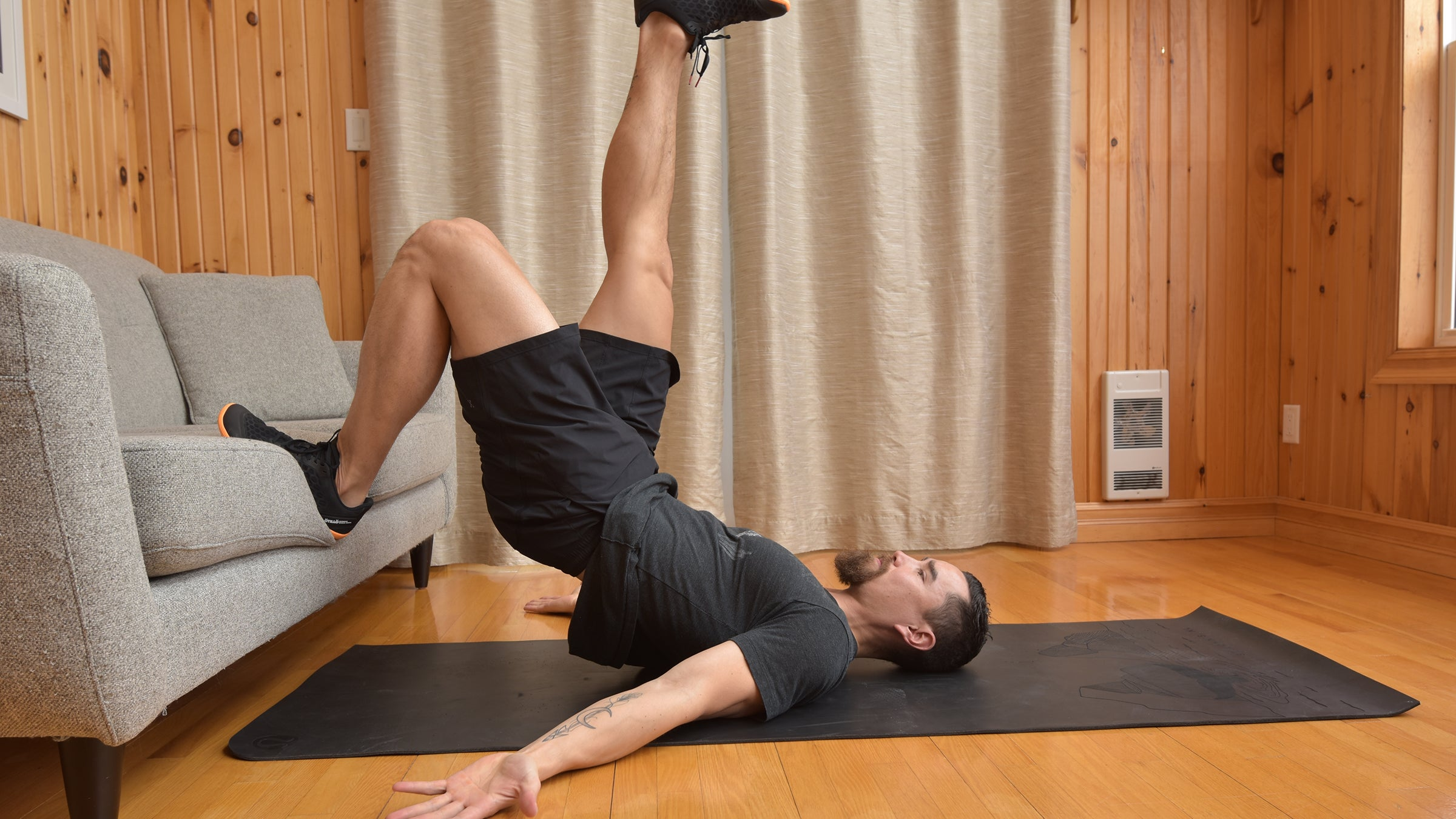 How to Work on Your Core and Glutes in Your Living Room – Triathlete